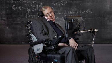 Photo of Stephen Hawking kimdir?